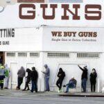 Черга магазин зброї в США під час пандемії коронавируса